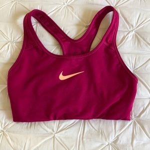 Nike sports bra - great condition!! 💕💖